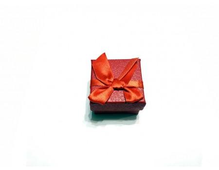 Подарочная коробочка под брелок красного цвета
