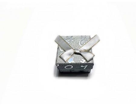 Подарочная коробочка под брелок серебряная